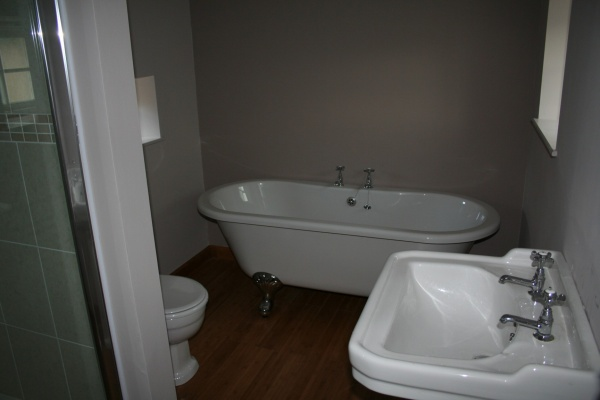 Grooms ensuite facilities