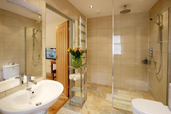 Gate Lodge bathroom