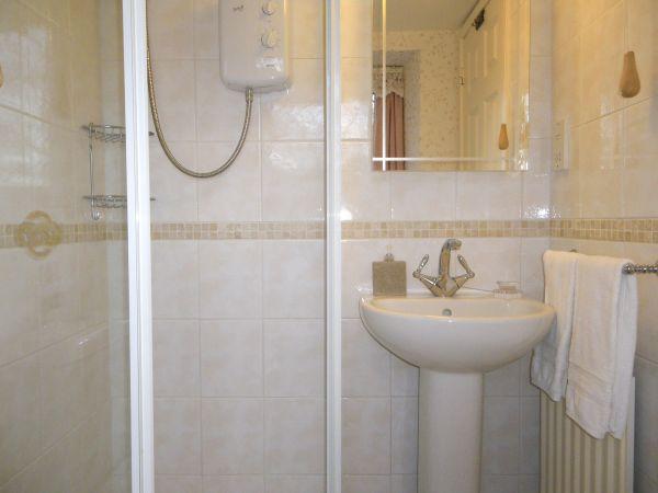 En-suite shower room to Room 3