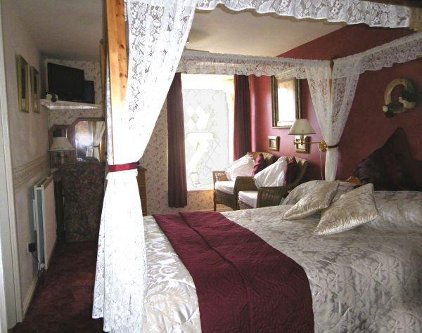 Pretty and bright, Room 2