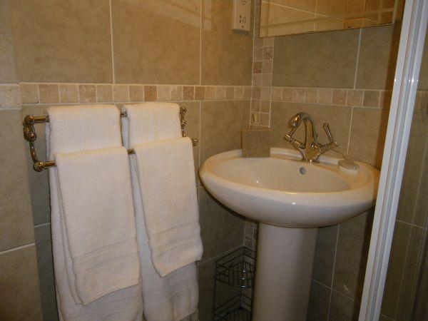 En-suite shower room - Room 2