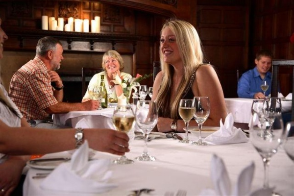 Diners at The Oak Room