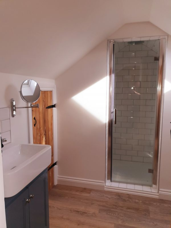 Aquila Cottage Shower