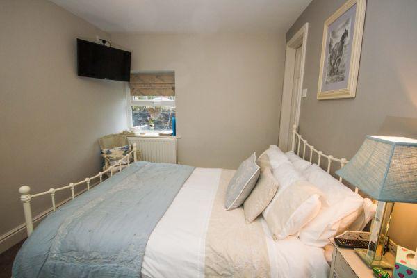 Double Room Photo 1