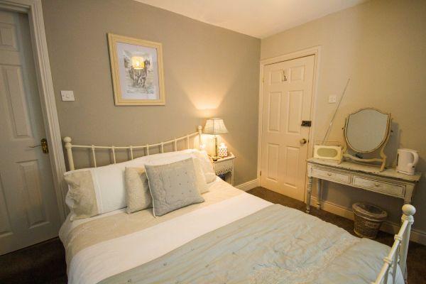 Double Room Photo 2