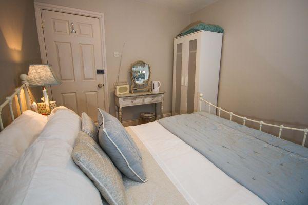 Double Room Photo 3